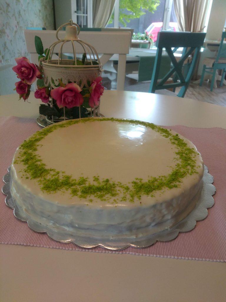 Торта Гараш - бял, черен