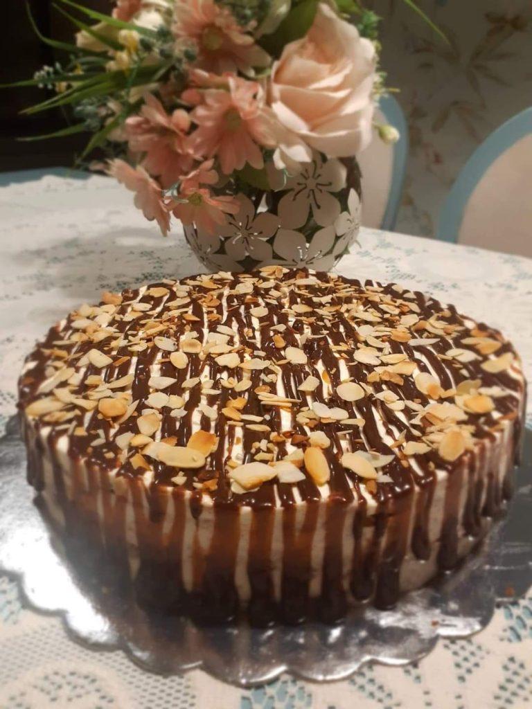 Бисквитена торта с круши, джинджифил и бадеми