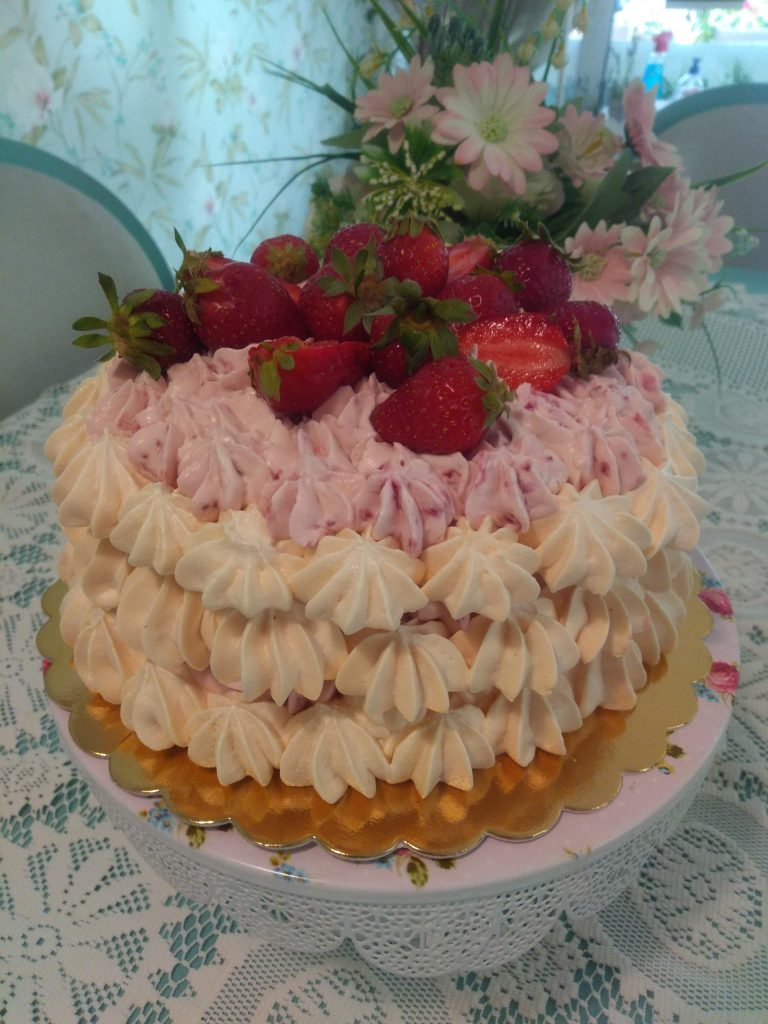 "торта ""Павлова"" с малини или ягоди"