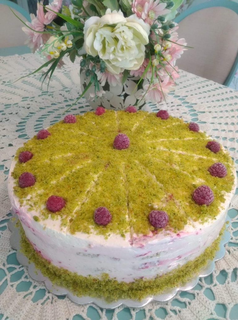 Спаначена торта с малини